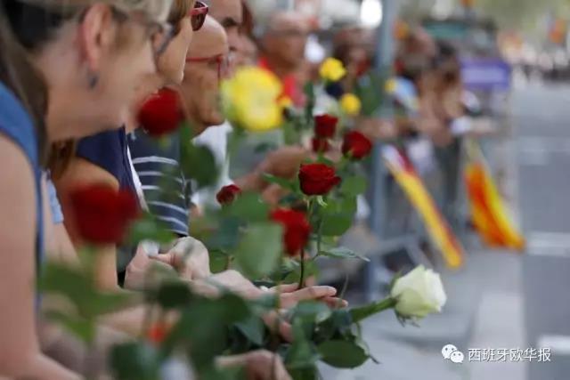 巴塞反恐大游行 恐袭中一伤者去世