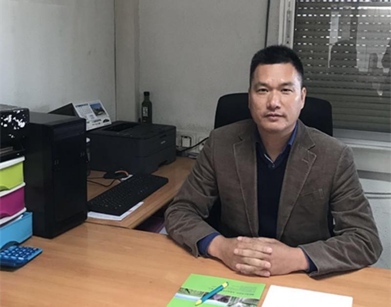 华人蔬果大王洪伟荣董事长