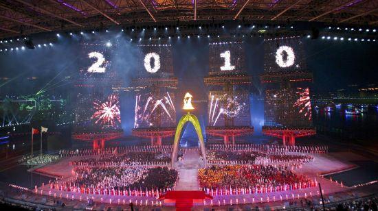 2010年11月12日,广州亚运会在海心沙广场开幕。