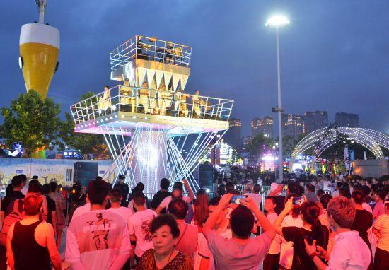 空中舞台,每晚为游客带来精彩表演。