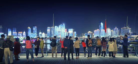 在奥帆中心欣赏流光溢彩的城市灯光秀