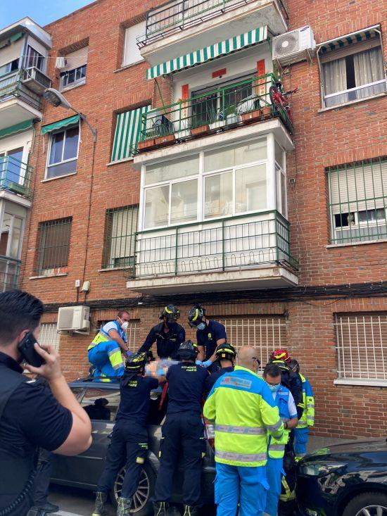 警方、医护抵达现场救助伤者