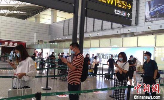 广州白云机场。福建飞来广州所有进港航班纳入重点管控 林奕灿 摄