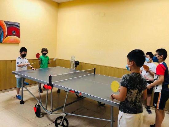 乒乓兴趣课的同学们