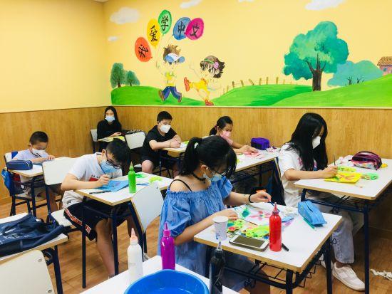 爱华绘画兴趣班的同学们