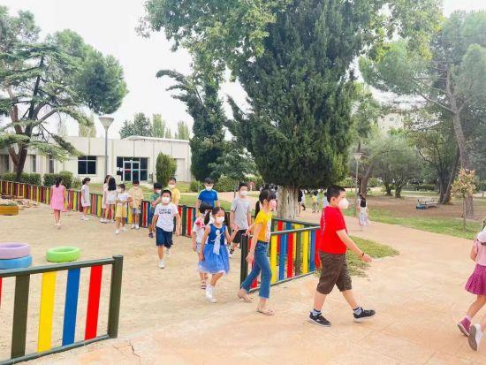 爱华san fermin校区的同学们课件休息时去操场