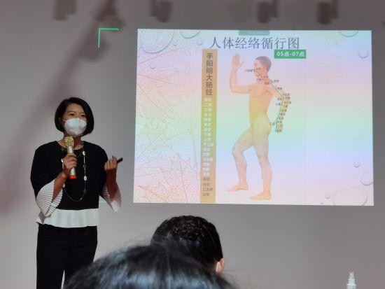 世界中医针灸协会认证中医师林晓丹女士现场讲解