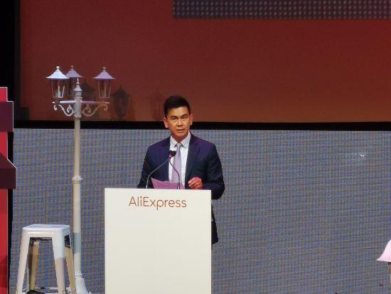 西班牙华侨华人协会主席陈建新致辞